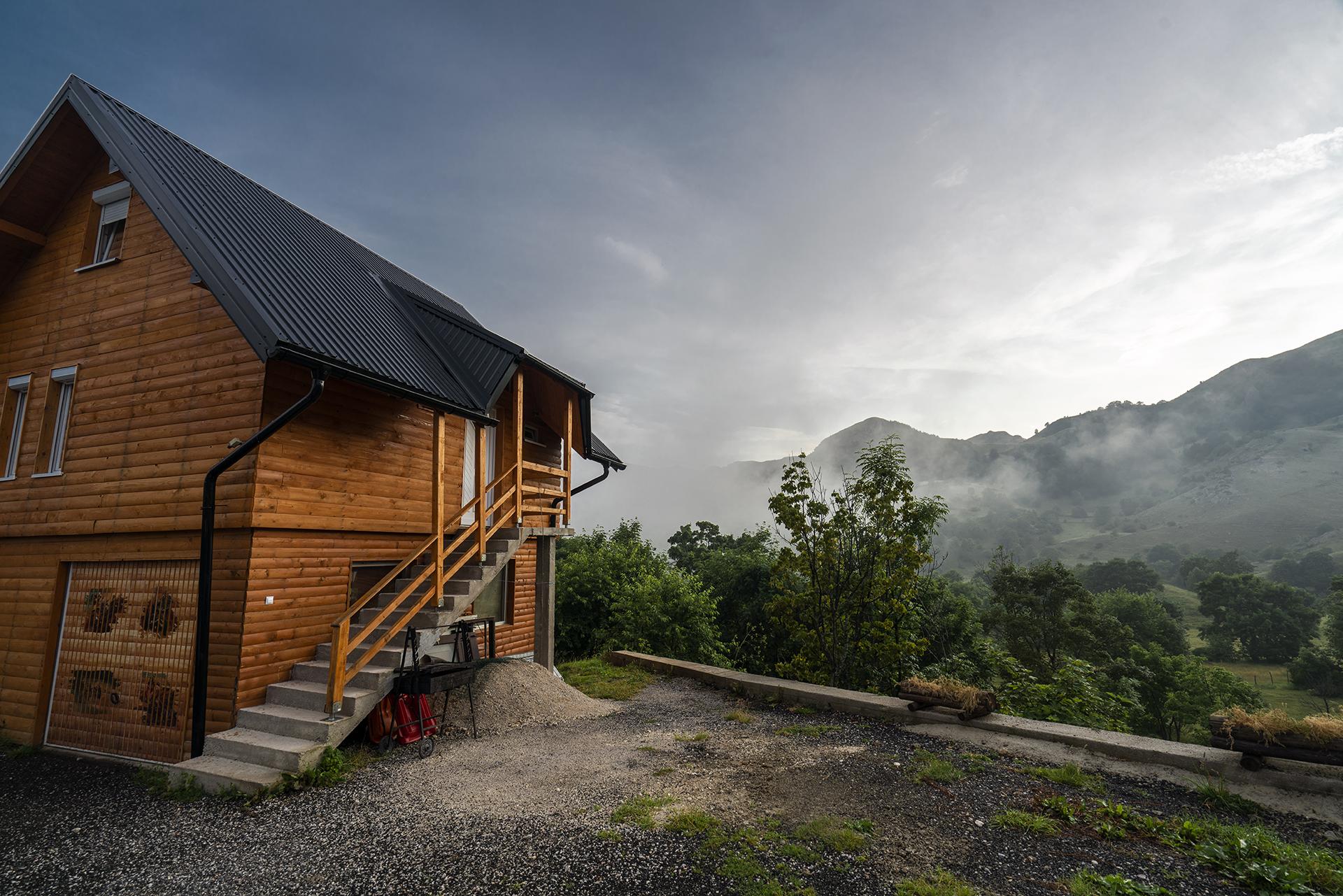 Cozy mountain hut in Umoljani